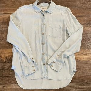 American Eagle Chambray Style Button down